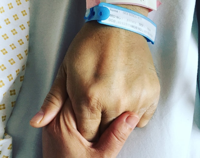 surgery-care-hold-hand